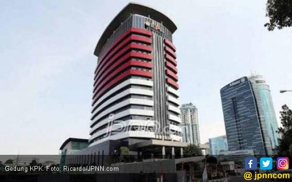 Wali Kota Cimahi Masuk Markas KPK Lewat Jalur Tak Biasa - JPNN.com