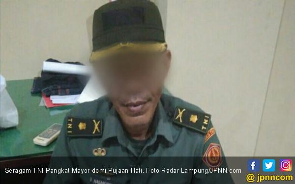 Seragam TNI Pangkat Mayor demi Pujaan Hati - JPNN.COM