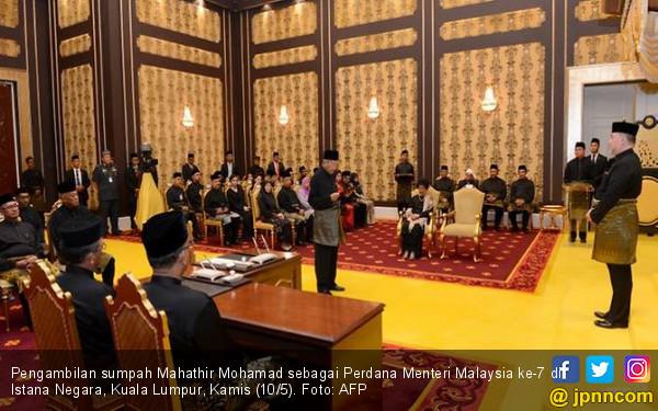 Sah! Tangan Besi Mahathir Kembali Cengkeram Malaysia - JPNN.COM