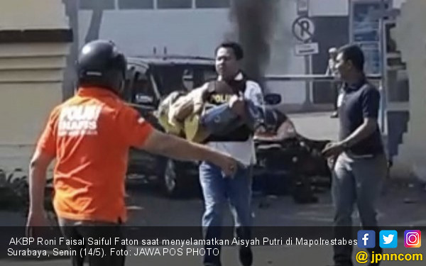 Detik-detik AKBP Roni Selamatkan Aisyah Putri, Histeris! - JPNN.COM