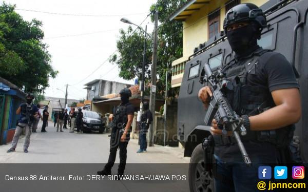Usai Tarawih, Tak Ikut Witir, 2 Teroris Didor Densus 88 - JPNN.COM