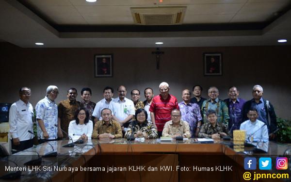Sosialisasi Perhutanan Sosial, Menteri Siti Sambangi KWI  - JPNN.COM