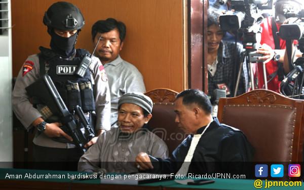 Dituntut Hukuman Mati, Aman Abdurrahman Tersenyum Dingin - JPNN.COM