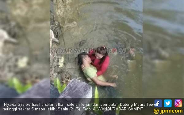 Bunuh Diri Terjun ke Sungai Dangkal, Akhirnya Dipangku Pacar - JPNN.COM
