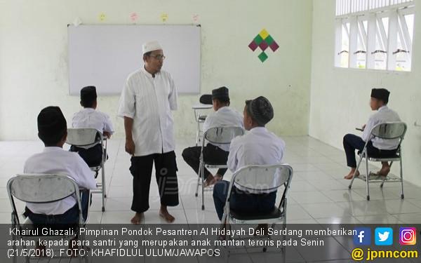 Pesantren Al Hidayah, Mengikis Dendam Anak Para Teroris - JPNN.COM