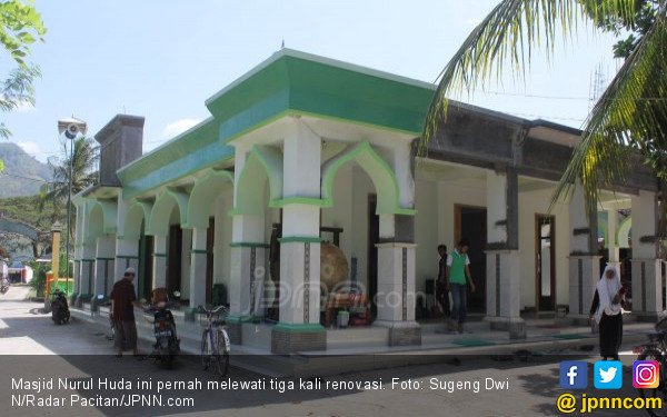 Sejarah Unik Masjid Tiban, Bikin Penasaran Banyak Orang - JPNN.COM