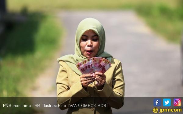 Kepedihan Para Honorer Jelang Lebaran - JPNN.COM