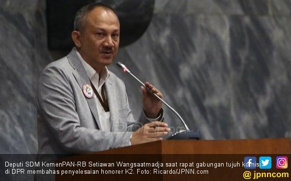KemenPAN-RB: Guru Honorer K2 Harus Berijazah Srata Satu - JPNN.COM