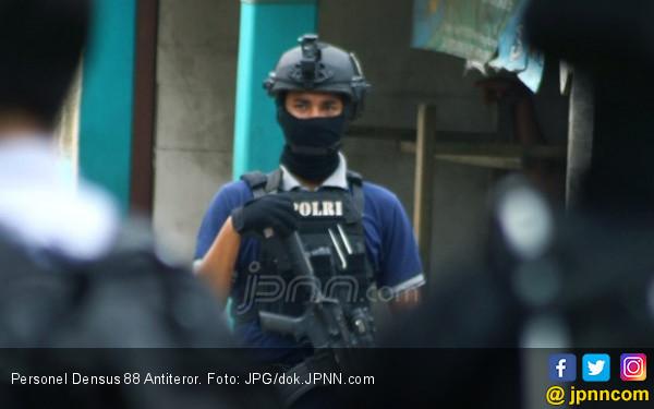 Terduga Teroris Dibekuk di SPBU, Simpan Berbagai Barang untuk Kegiatan di Alam Bebas - JPNN.com