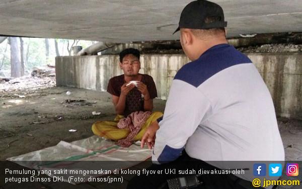 Mengenaskan di Kolong Flyover, Pemulung Langsung Dievakuasi - JPNN.com