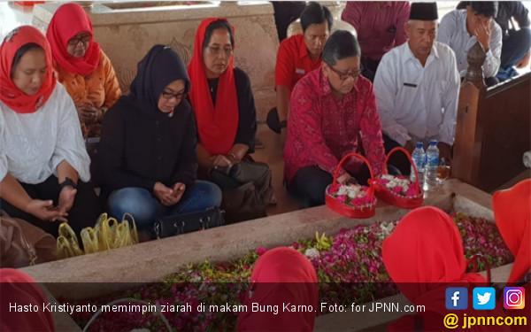 Ziarah di Blitar, Hasto Kutip Dedication of Life Bung Karno - JPNN.COM