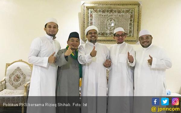 Tak Pulang ke Indonesia, Ternyata Habib Rizieq Nikahkan Putrinya di Arab Saudi - JPNN.com