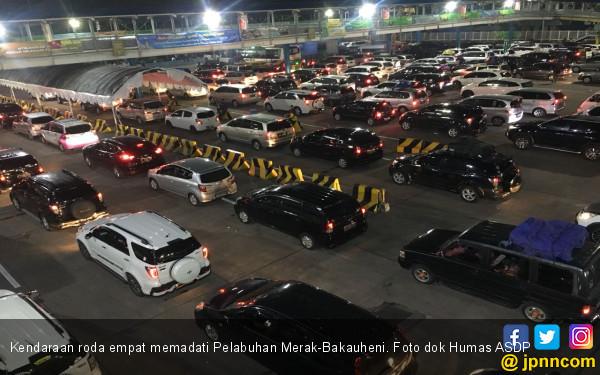 Puncak Arus Tahun Baru, Penyeberangan Merak-Bakauheni Lancar - JPNN.com