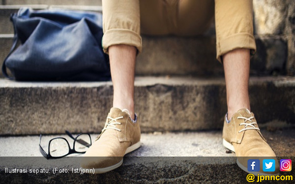 Perhatikan Fakta Jika Pakai Sepatu Di dalam Rumah - JPNN.COM