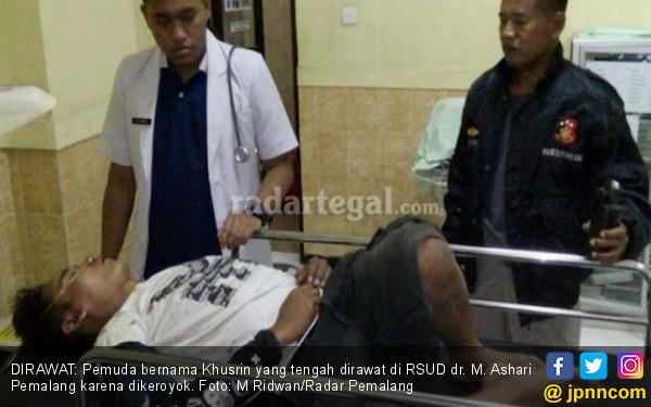 Bawa Arit Mengamuk di Masjid, Dikeroyok Tak Sadarkan Diri - JPNN.COM