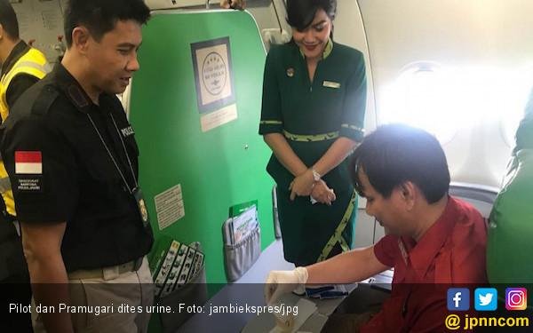 Pilot dan Pramugari Dites Urine di Jambi, Hasilnya Negatif - JPNN.COM