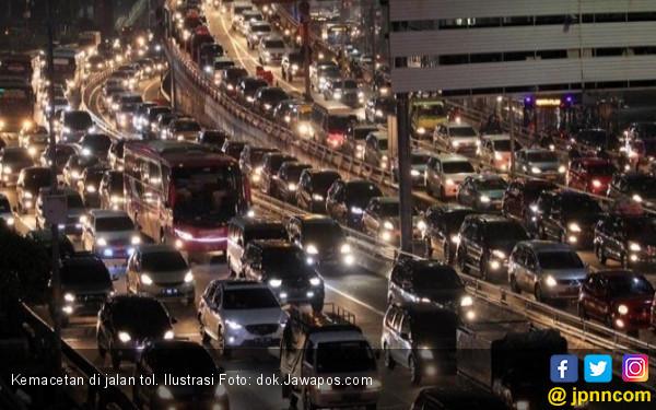H-2, 646 Ribu Kendaraan Keluar Jakarta via Cikarang Utama - JPNN.COM