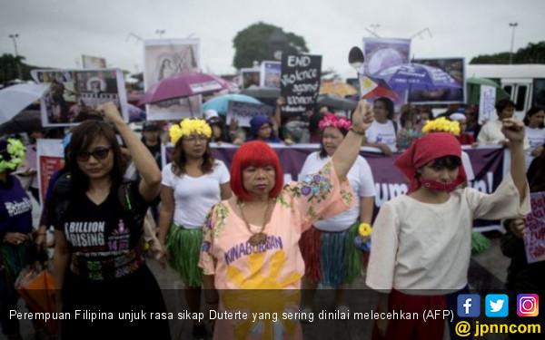 Perempuan Filipina Muak dengan Kelakuan Cabul Duterte - JPNN.COM