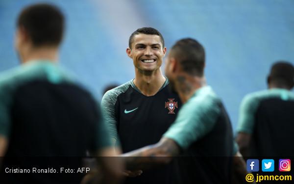 Senyum, Lalu Kedipkan Mata, Ronaldo: Kami akan Pukul Spanyol - JPNN.COM