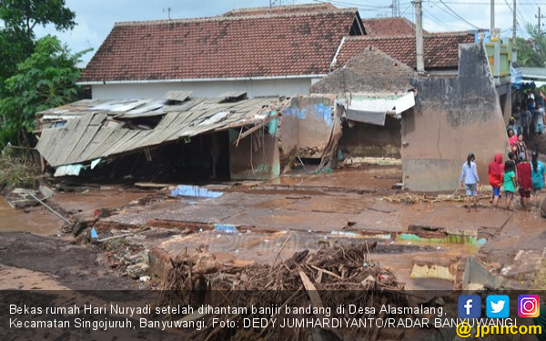 Ganasnya Banjir Bandang Alasmalang Jumat Pagi, Hancur Lebur - JPNN.COM