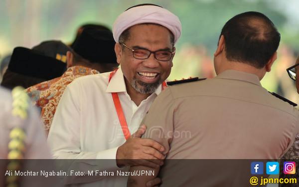 Ngabalin: Ngabalin Tantang Prabowo Subianto Buktikan Markup LRT