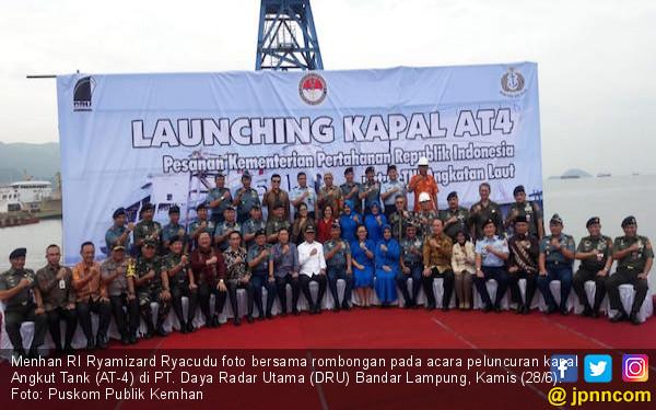 Menhan Meluncurkan Kapal Angkut Tank Kebanggaan TNI AL - JPNN.com