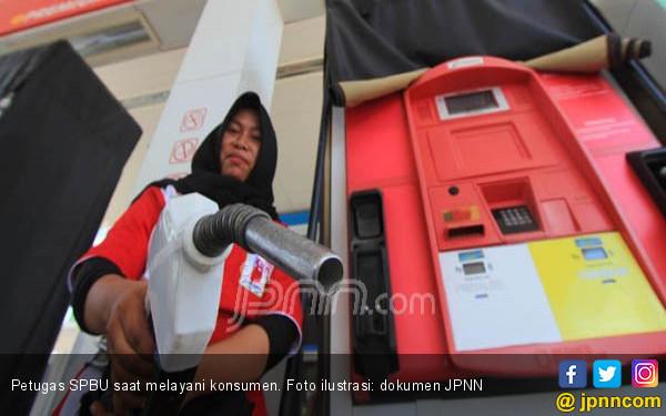 Jokowi Enggak Bilang Sampai Kapan BBM Premium Tidak Naik - JPNN.COM
