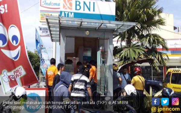 Kartu ATM Sumiati Tersangkut di Mesin, Puluhan Juta Raib - JPNN.com