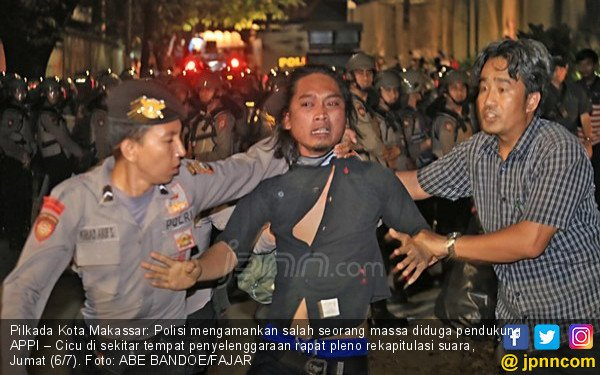 Rekapitulasi Suara Pilkada Kota Makassar, Ada Pemukulan? - JPNN.com