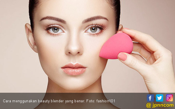 3 Cara Menggunakan Beauty Blender yang Benar - JPNN.COM