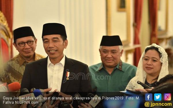 Sambil Tersenyum, Jokowi Bilang Cawapres Tinggal Lima - JPNN.COM