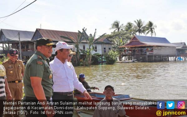Amran Sulaiman Beri Bantuan ke Warga yang Terisolasi Banjir - JPNN.COM