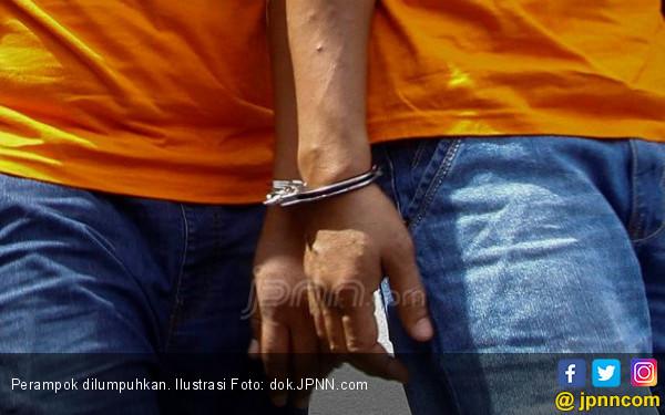 Rampok Bersenpi Beraksi di Alfamart Palmerah - JPNN.COM