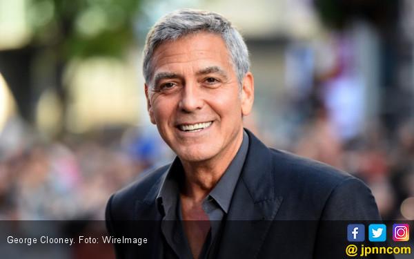 Aktor George Clooney Kecelakaan di Italia - JPNN.COM