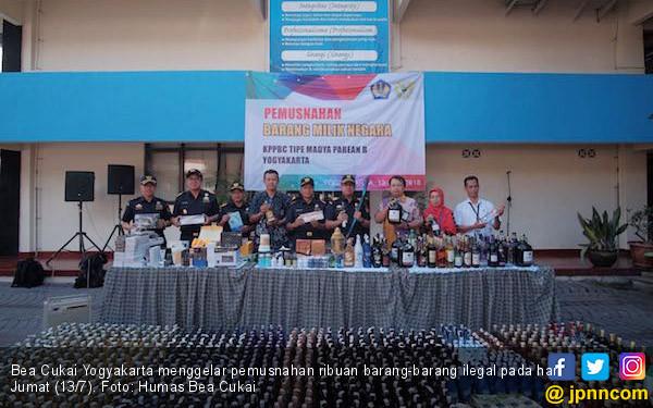 Bea Cukai Yogyakarta Musnahkan Ribuan Barang Ilegal - JPNN.COM
