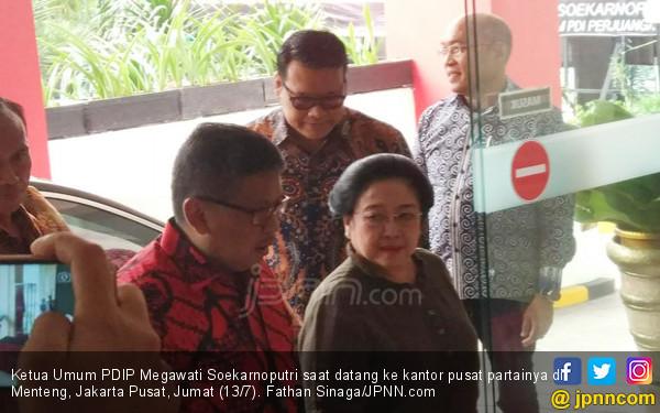 Utusan Pak SBY Pulang, Bu Megawati Datang - JPNN.COM