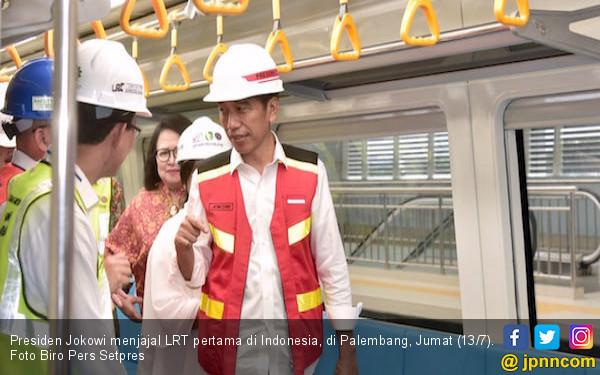 Jokowi Uji Coba LRT Pertama di Indonesia - JPNN.COM