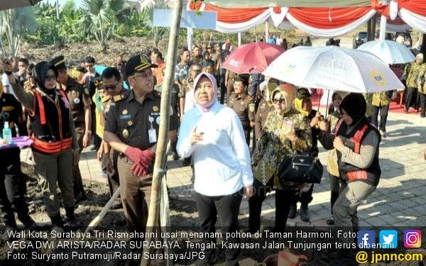 Kota Surabaya Makin Moncer, Bu Risma Memang Keren - JPNN.COM
