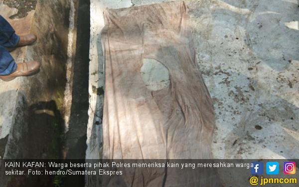 Heboh Kain Kafan Berserakan di Sungai Gelegah Empat Lawang - JPNN.com