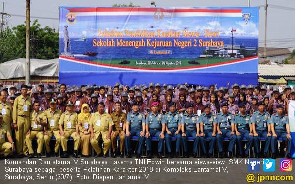 Siswa SMK Negeri 2 Surabaya Menjalani Pelatihan Karakter - JPNN.COM