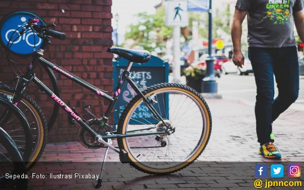 Bersepeda Bisa Membakar Lemak Perut? - JPNN.com