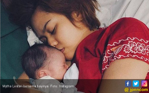 Lewat Operasi, Mytha Lestari Lahirkan Anak Pertama - JPNN.com