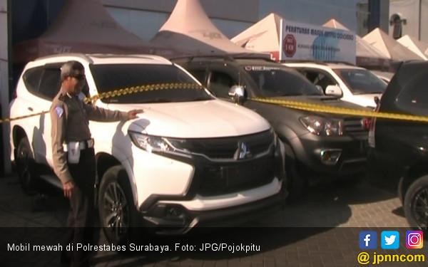 Puluhan Mobil Mewah Bermasalah Parkir di Polrestabes - JPNN.COM