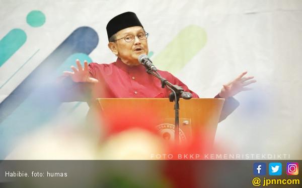 BJ Habibie: N-250 Hadiah Saya untuk Indonesia - JPNN.COM