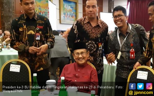 BJ Habibie Meninggal, Grup WhatsApp Ramai, Hitungan Menit Masuk Semua - JPNN.com