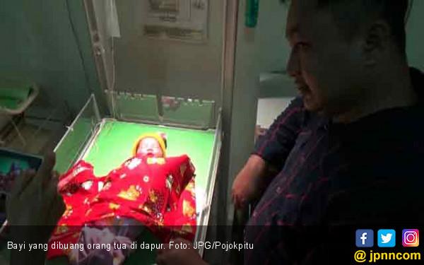 Bayi Dibuang di Dapur Warga, Hanya Dibungkus Handuk - JPNN.COM