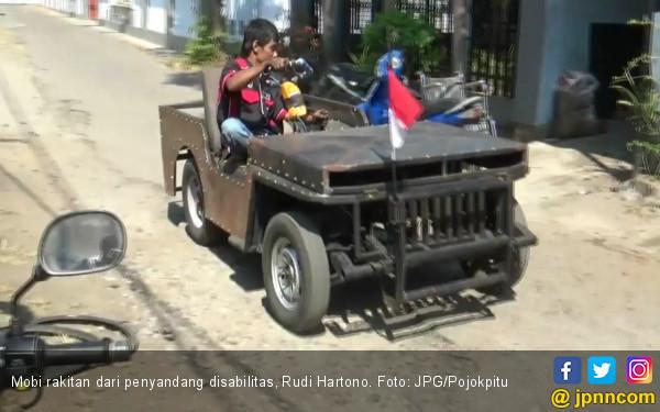Hebat, Penyandang Disabilitas Ini Rakit Mobil Bermesin Motor - JPNN.COM