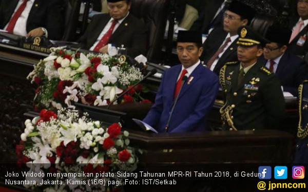 Jokowi: Barek Samo Dipikua, Ringan Samo Dijinjiang - JPNN.COM