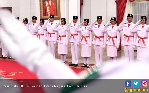 Istana dan Kemenpora Kok Beda soal Celana Panjang Paskibraka? Nih Penjelasannya - JPNN.com