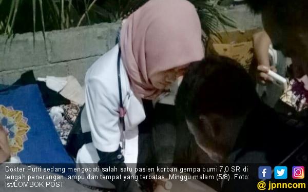 Dokter Putri Jahit Dahi Bocah di Saat Gelap, Mengharukan - JPNN.COM